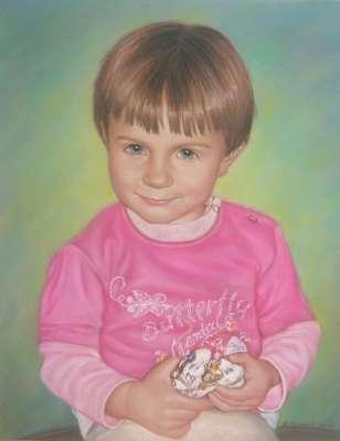 Девочка с игрушкой. Рисунок пастелью